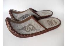Plstěné pantofle špičaté šedé
