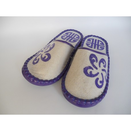 Plstěné pantofle přírodní s fialovým zdobením
