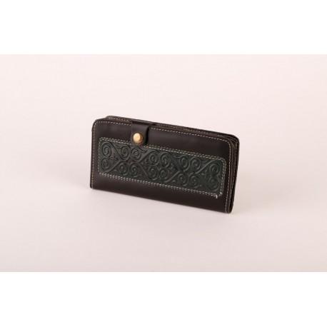 Černá kožená peněženka s raženými ornamenty