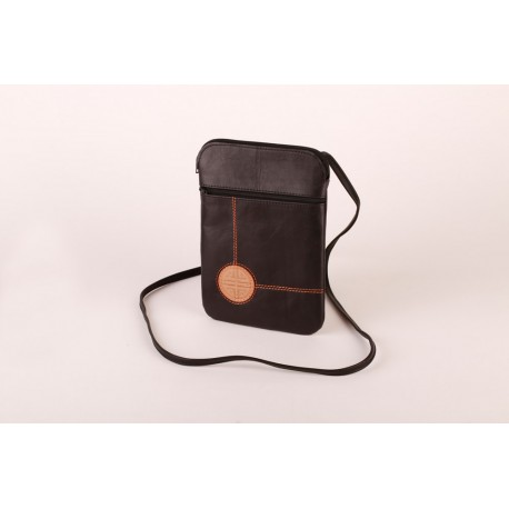 122f74eec4c Černá kožená kabelka s raženým symbolem