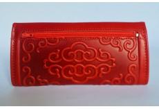 Luxusní kožená peněženka červená s raženými ornamenty