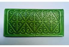 Kvalitní kožená peněženka zelená s raženými ornamenty