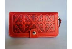 Velká kožená peněženka červené s raženými ornamenty