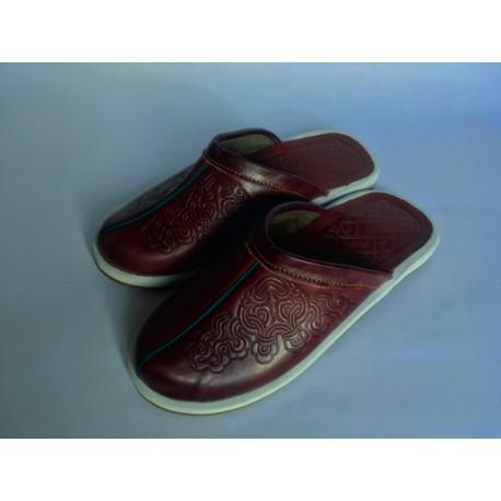 Kožené pantofle s dekorem