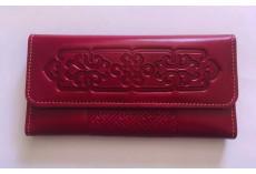 Luxusní kožená peněženka v malinové barvě s uzlem štěstí