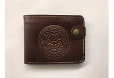 Pánská kožená peněženka s raženým kruhovým ornamentem