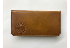 Jednoduchá kožená peněženka s raženým buddhistickým symbolem