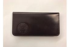 Jednoduchá kožená peněženka s raženým buddhistickým symbolem tmavě hnědá