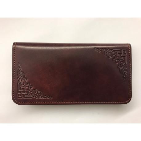 Jednoduchá kožená peněženka s raženým ornamentem hnědočervená