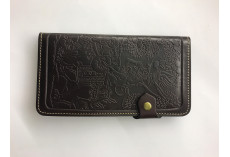 Kvalitní kožená peněženka s raženým zvířecím obrázkem tmavě hnědá