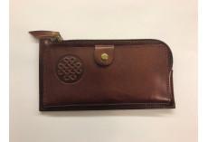 Praktická kožená peněženka hnědá s uzlem štěstí